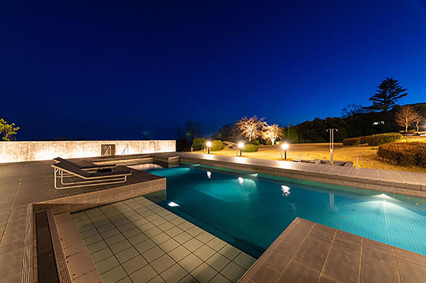 伊豆にあるリゾートホテルUMITO the salon IZUにあるプライベートプール
