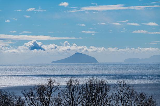 窓から見える伊豆七島の眺め